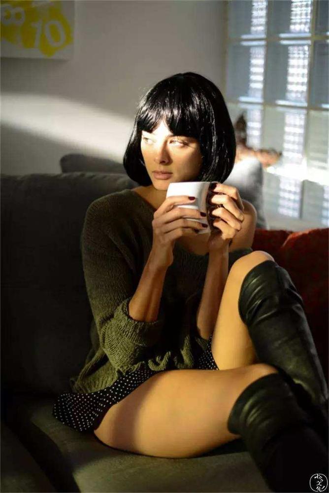 喝咖啡的美女4.jpg